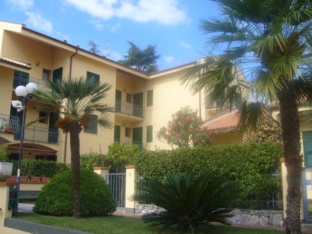 Appartamento in vendita vicino al mare a pietra ligure con for Case in vendita con appartamento seminterrato